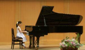 YouTubeで孫のピアノ発表会